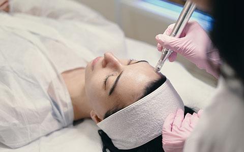 tratamiento facial con luz pulsada